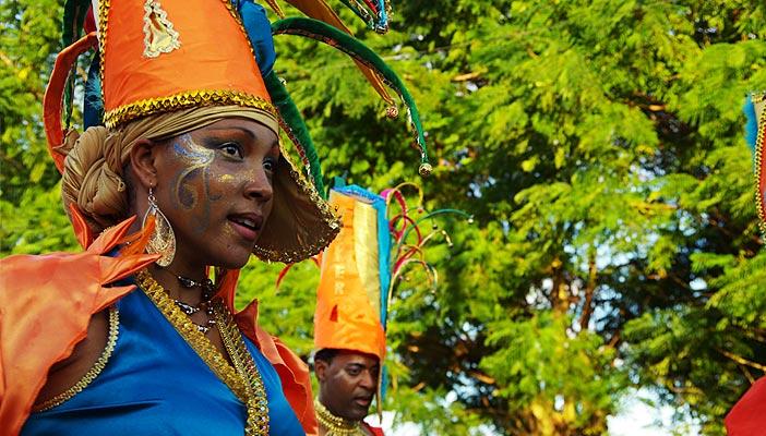 femme-deguise-carnaval