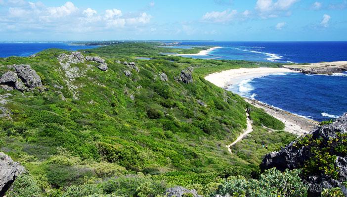 Vue de la grande-terre, Guadeloupe, depuis la Pointe-Des-Chateaux