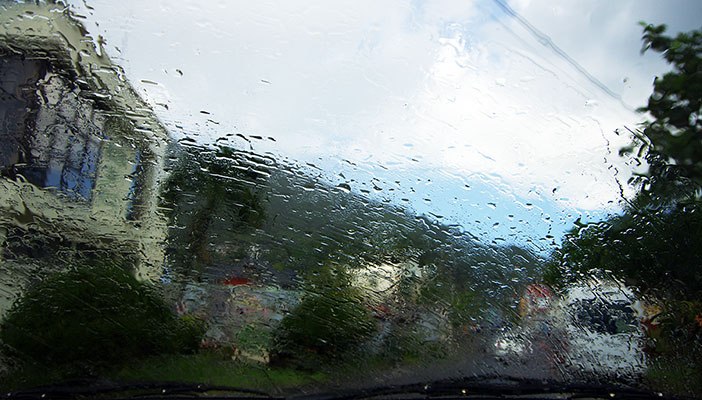 guadeloupe-voiture-pluie-tropicale