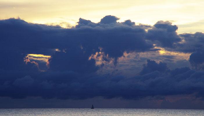 mer-caraibes-cyclone-nuages